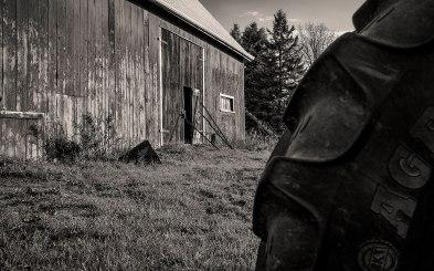 barn-tractor