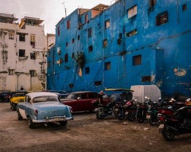 blue-wall-habana-vieja