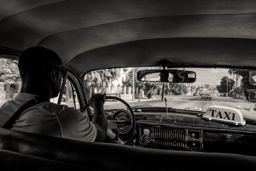 habana-taxi-with-rob-in-the-back-seat