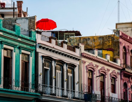 red-umbrella-habana-vieja