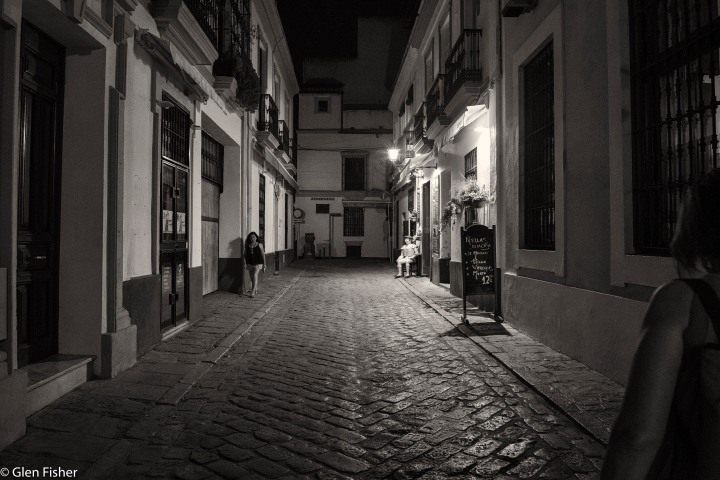 Santa Cruz, Seville, by night.jpg